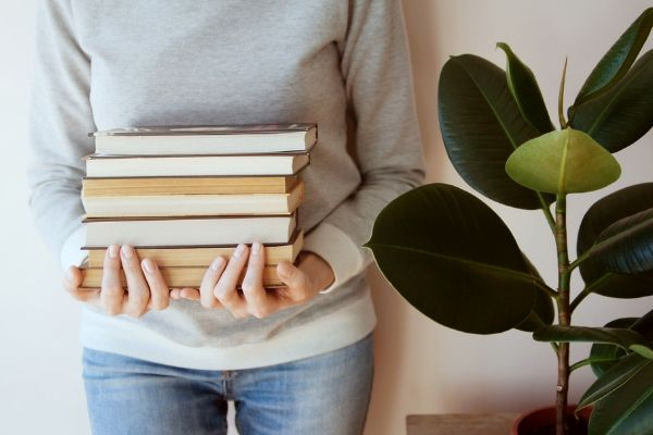 31 Best Places to Sell Textbooks & Books (for the Most Cash!)
